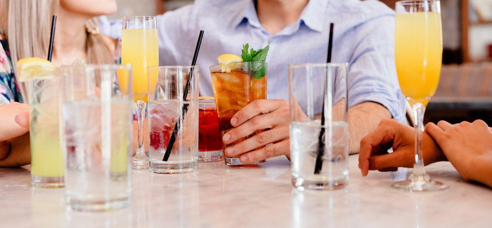 Zelf een cocktail party organiseren? Zo doe je dat!